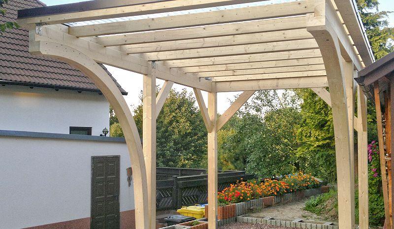 Carport für Wohnanhänger mit Lichtwellplatten